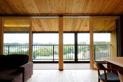 眺望を愛でながら快適に暮らす自然素材のやさしい家