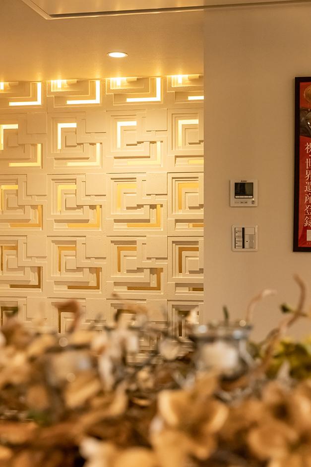 住宅工房 アリアンス【富士市伝法2001-35・モデルハウス】旧帝国ホテルに見られるように、人を照らすのではなく、建物全体をほんのり照らす演出もライトならではの建築手法