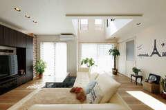 母も子世帯も快適なブルックリンスタイルの二世帯住宅