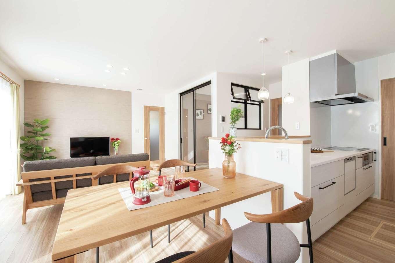 遠鉄ホーム【浜松市中区和合町・モデルハウス】家事をしながらリビングが一望できる対面型キッチン