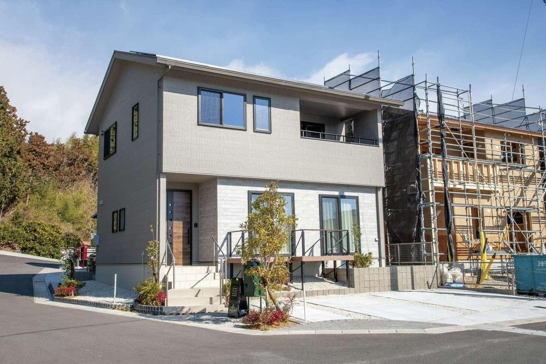 遠鉄ホーム【浜松市中区和合町・モデルハウス】シンプルで落ちついた外観。太陽光発電パネルも搭載