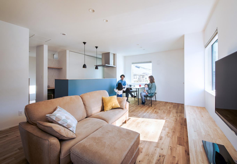 S.CONNECT(エスコネクト)【デザイン住宅、趣味、建築家】キッチンのアクセントクロスは奥さまのお気に入り