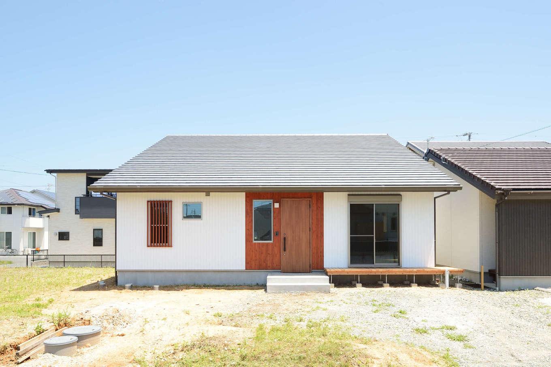 建築工房ハミング【自然素材、間取り、建築家】無垢の木、珪藻土など、自然素材の持ち味を活かしたシンプルな木の家。仕切りを省いた2LDKでゆったり暮らせる
