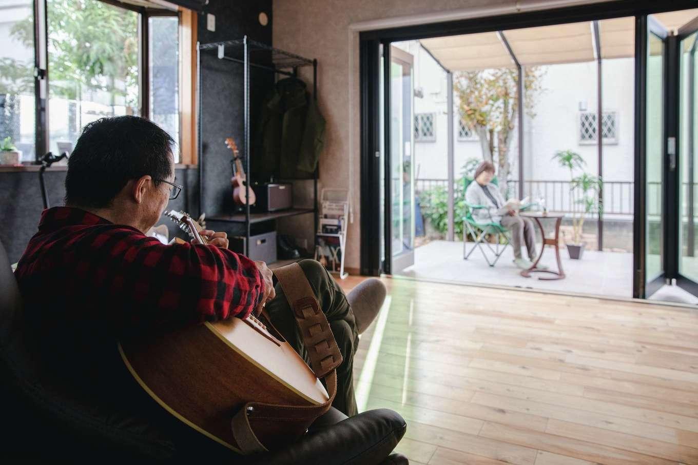 ほっと住まいる|趣味の部屋には、テラスと一体化させるために大開口の窓を設置