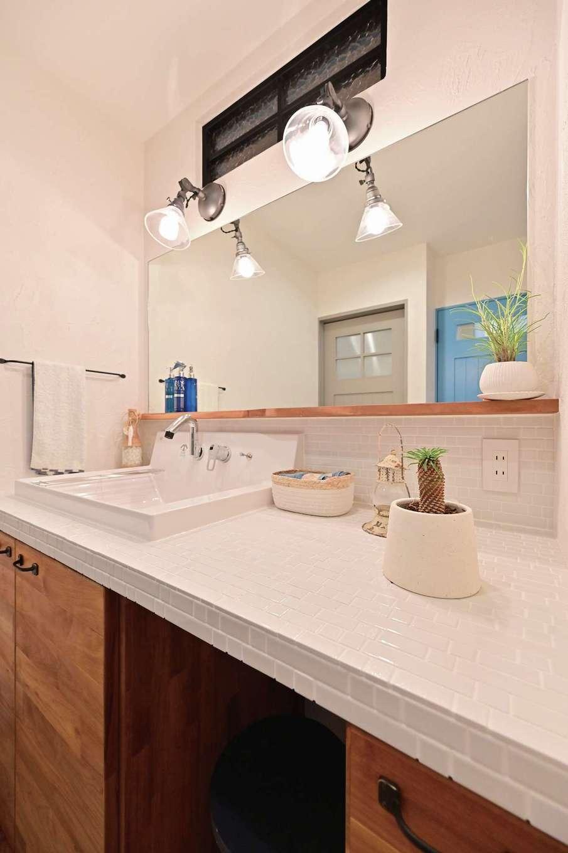 クローバーハウス 【デザイン住宅、省エネ、インテリア】玄関から近い場所にある洗面台は手洗いの習慣が自然と身につく