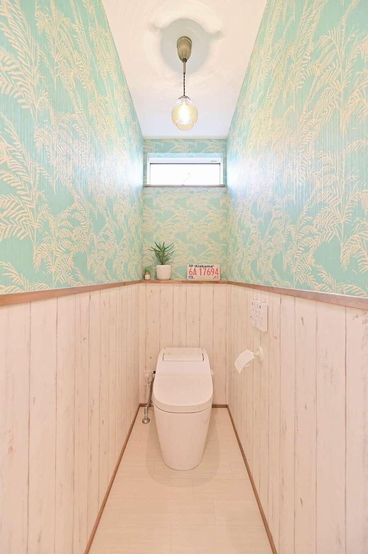 クローバーハウス 【デザイン住宅、省エネ、インテリア】リゾートをイメージした2階のトイレ