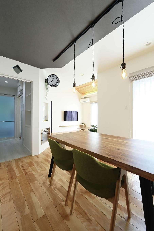 内田建設【デザイン住宅、間取り、建築家】洗面脱衣室へ一直線にアクセスできる便利な動線
