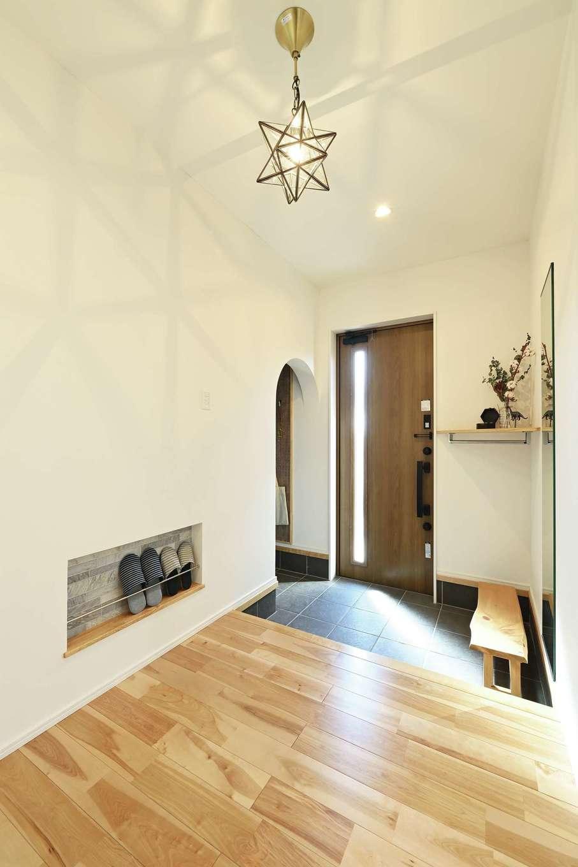 内田建設【デザイン住宅、間取り、建築家】ナチュラルな雰囲気が心地いい玄関ホール