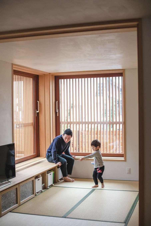 ぴたはうす 安食建設【デザイン住宅、和風、省エネ】畳リビングの窓は格子戸と障子戸に使い分けができる