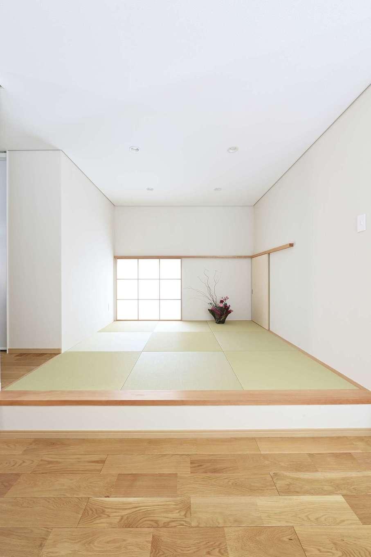 丸昇彦坂建設【デザイン住宅、子育て、省エネ】壁は吸放湿性能を持つ紙クロスと、自然塗料のデュブロン塗装で仕上げている