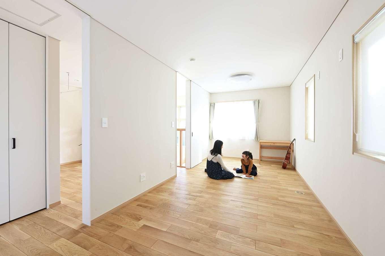丸昇彦坂建設【デザイン住宅、子育て、省エネ】将来、仕切って使うことを考え、子ども部屋は入り口を2つ設けた