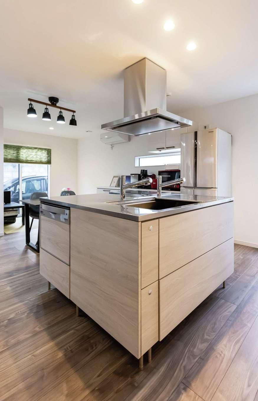 未来創建【デザイン住宅、収納力、省エネ】360度どこからでも作業できるTOYO KITCHENは近藤社長からの提案