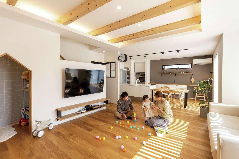 SEVEN HOUSE/セブンハウス【デザイン住宅、子育て、間取り】25畳のゆったりとしたLDKで家族団らんのひととき