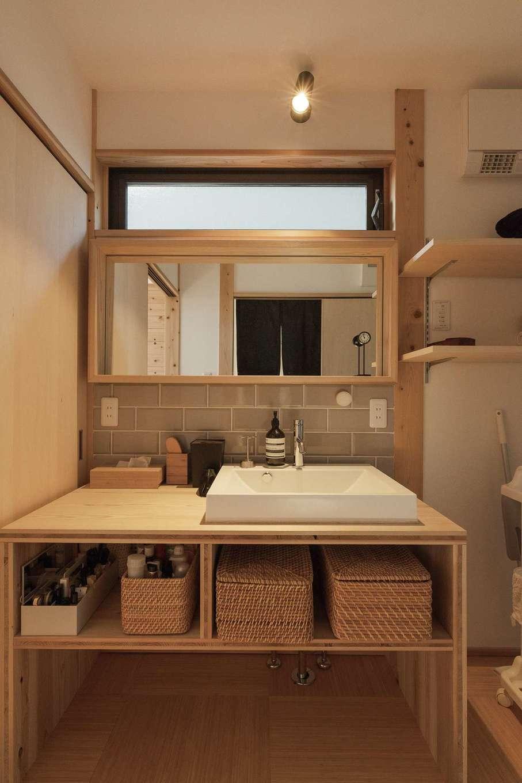 加藤忠男(加藤建築)【デザイン住宅、和風、自然素材】すっきりシンプルな造作洗面台は木をたっぷり使って