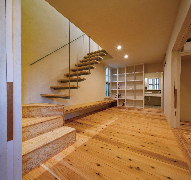 建杜 KENT(大栄工業)【デザイン住宅、間取り、建築家】玄関を入ると1階は大きな本棚のある図書室と寝室が