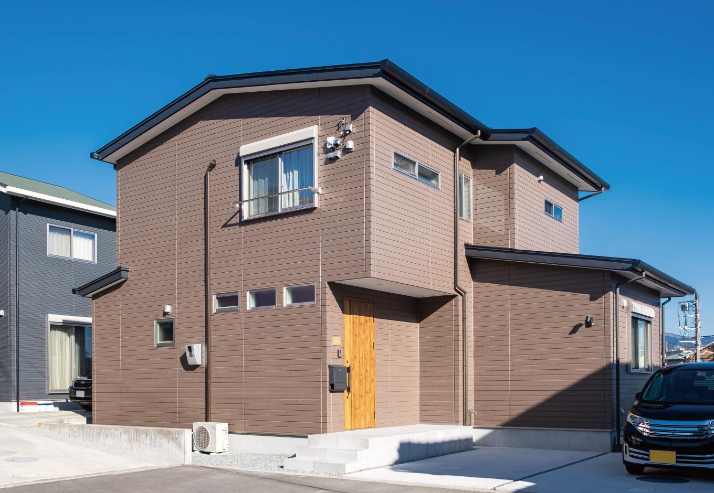 興友ハウス【デザイン住宅、子育て、間取り】道路に面した開口部を少なくしてプライバシーに配慮。土地の形状や日当たりを考慮したプランで快適な家づくりに