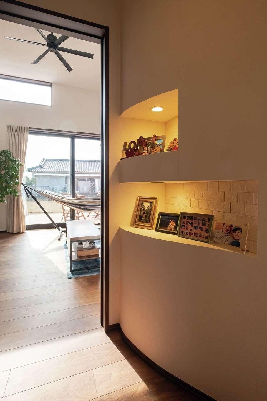 藤井建築事務所 -delphi-【デザイン住宅、間取り、建築家】デッドスペースを活かしたホームギャラリー
