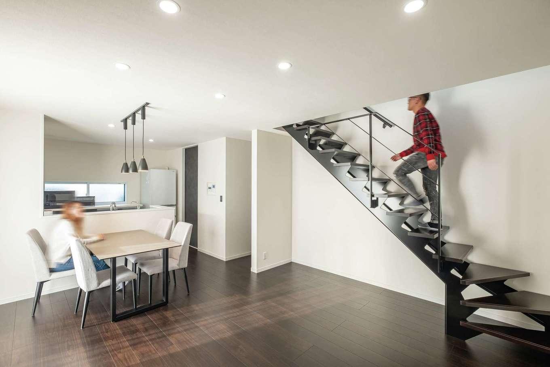 アフターホーム【1000万円台、デザイン住宅、間取り】床は暗めの木調で少しだけぬくもり感をプラス。ブラックのスイッチパネルにもこだわった