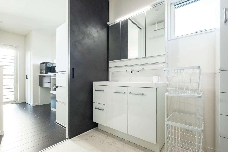 アフターホーム【1000万円台、デザイン住宅、間取り】家事を効率的にこなせるよう、洗面室とキッチンを横並びに配した間取り