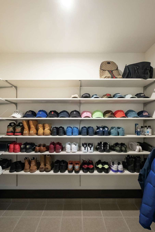 アフターホーム【1000万円台、デザイン住宅、間取り】靴や帽子のコレクションを見て飾って楽しめる3畳のシューズクローク