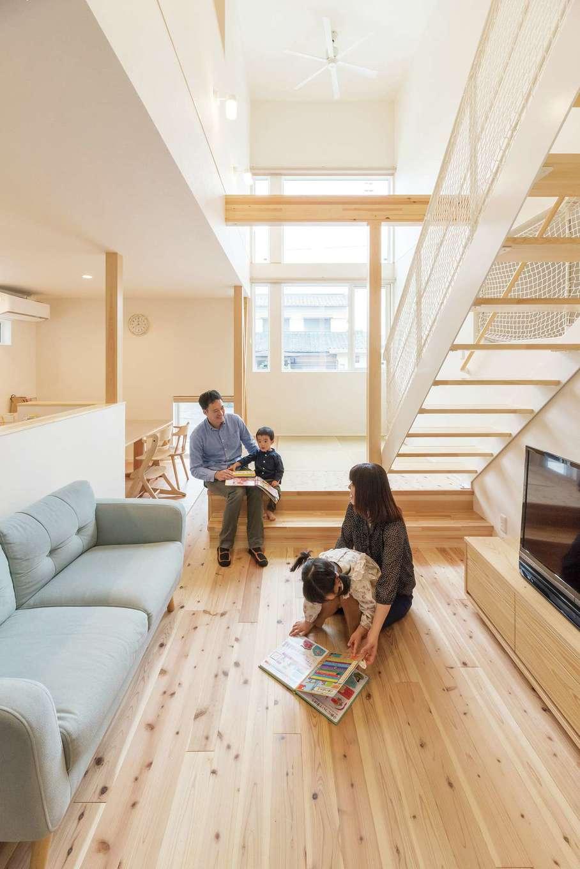 R+house三島(鈴木工務店)【デザイン住宅、自然素材、建築家】無垢床が気持ちいいLDK。冷暖房効率がいいので、アパート時代より光熱費はダウンした