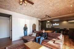 """デザイン、家事ラク、家族の未来も! 思いを形にした""""半分平屋""""の住まい"""