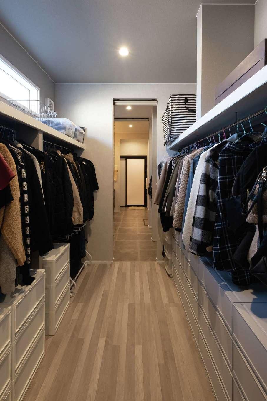 静鉄ホームズ【デザイン住宅、収納力、間取り】寝室に隣接したウォークインクローゼットは通り抜け可能。洗面脱衣室へと続く