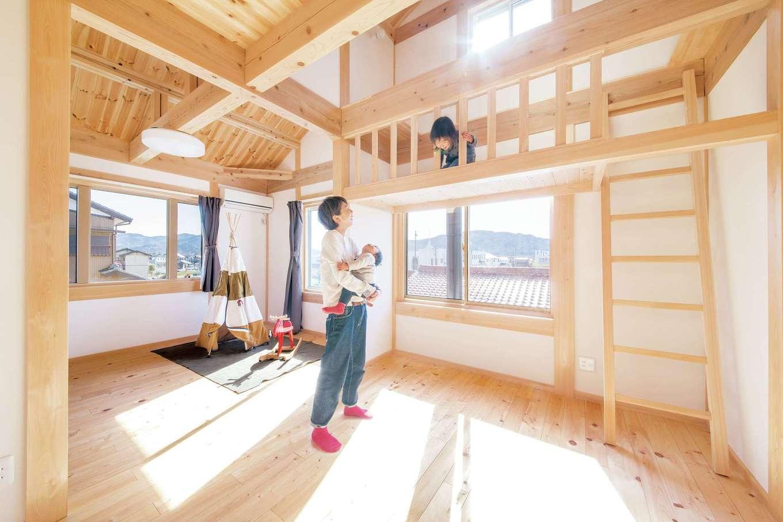 住まい工房 整建【子育て、自然素材、省エネ】離れて遊んでいても家族の気配を感じられる