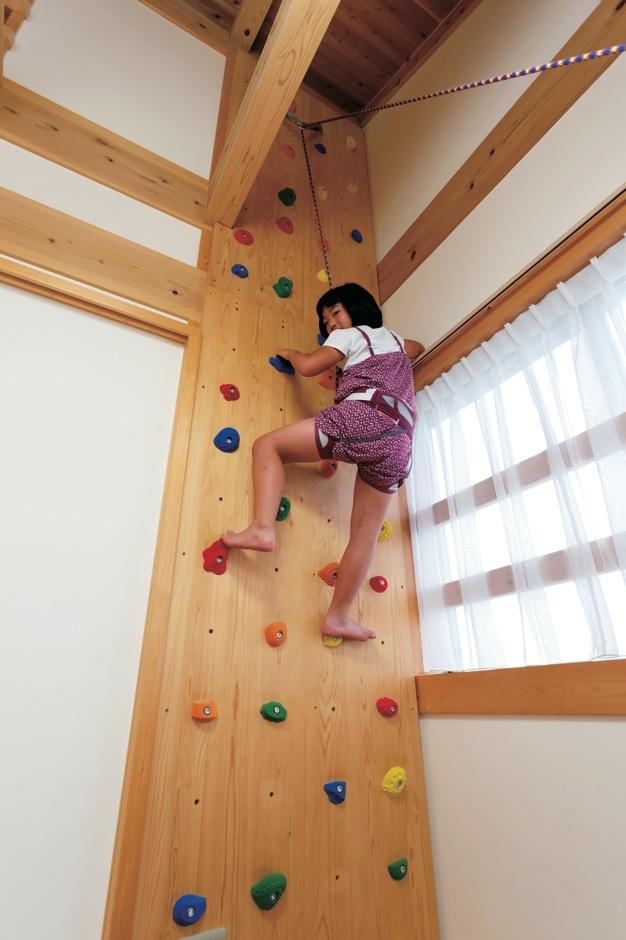 住まい工房 整建【子育て、和風、自然素材】ハンモックやボルダリングなど、子どもの冒険心や体力を育むアイテムがいっぱい。雨天でも飽きずに過ごせる