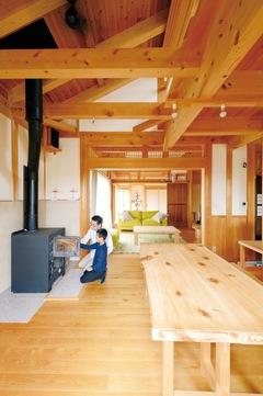 暮らしのひと手間を楽しむ ヒノキと土壁が呼吸する家