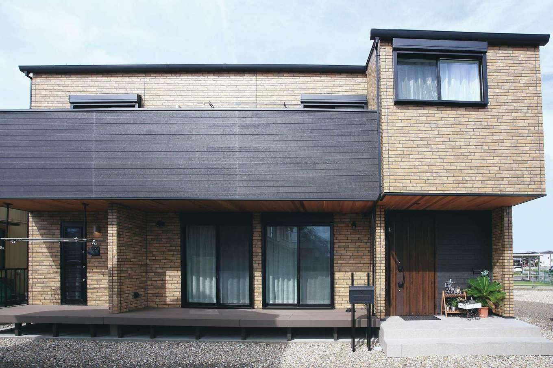 誠一建設 【デザイン住宅、子育て、省エネ】モダンなデザインとレンガ調の外壁が重厚感をもたらすB邸。屋根には太陽光発電4kWを搭載