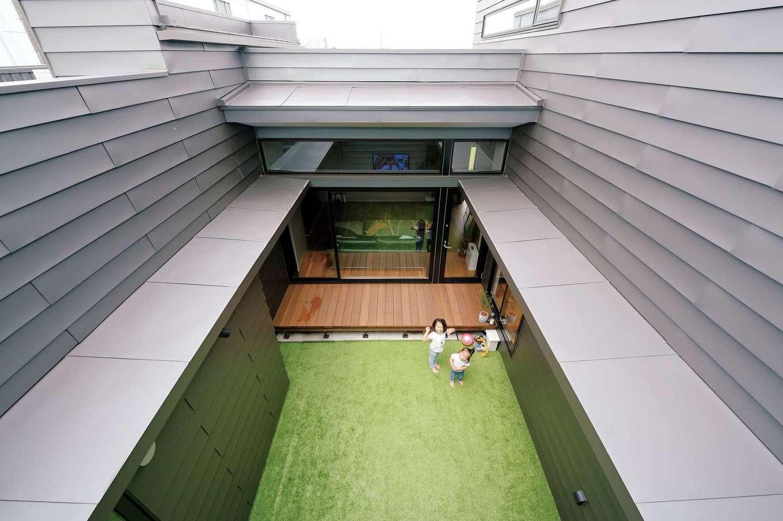 MABUCHI【デザイン住宅、建築家、ガレージ】外からの目線を気にせずBBQやプールを楽しめる中庭