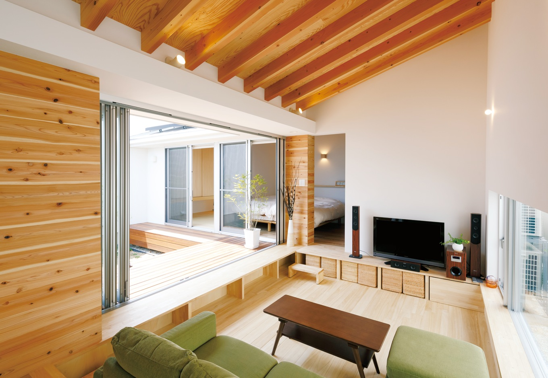 MABUCHI【デザイン住宅、建築家、平屋】床から一段下げたリビングスペースが落ち着く