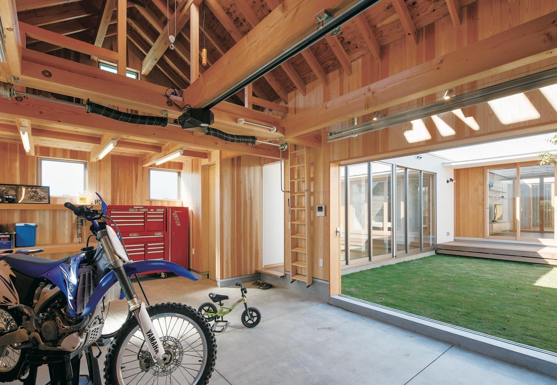 MABUCHI【デザイン住宅、建築家、平屋】ご主人のバイク4台と整備用のスペースも確保したガレージ