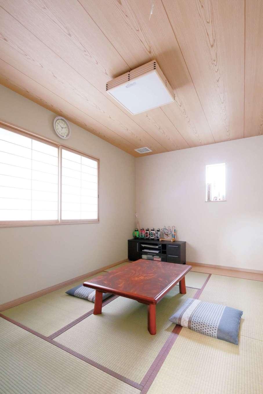 イデキョウホーム【収納力、省エネ、間取り】客間としても使用する和室。階段下のスペースを利用して収納を作ってもらったので、布団などを収納できて便利