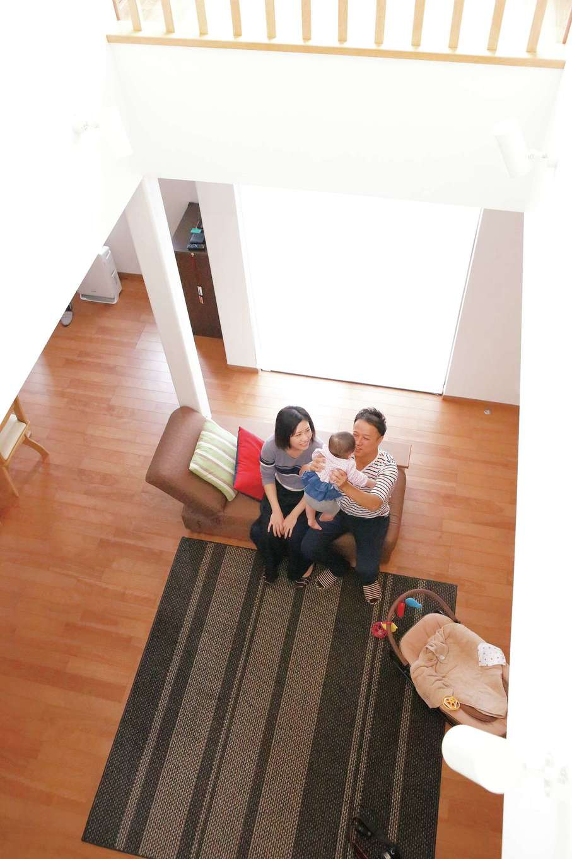 イデキョウホーム【収納力、省エネ、間取り】吹き抜けのある広いリビングの室温が均一で快適なのは「全館空調システム」のおかげ
