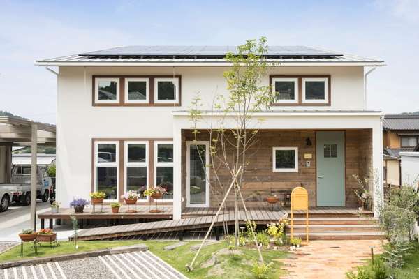 岡崎市で共感住宅ray-outが手掛けたカフェスタイルのお家、オープンな玄関