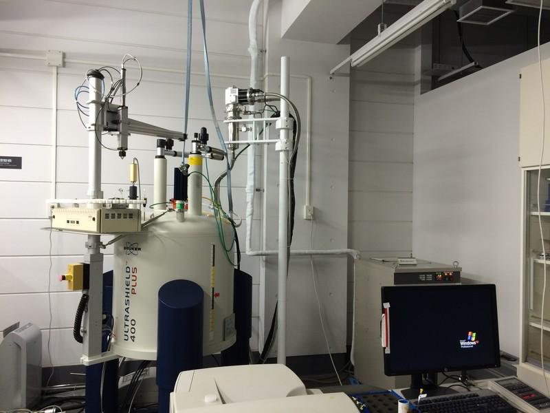 大学の理系実験室の実験器具