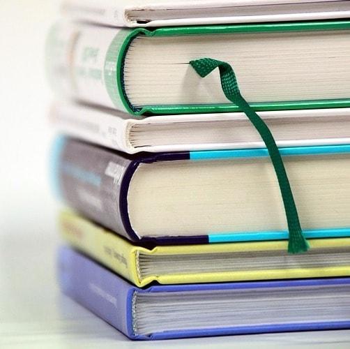 Books 1943625 640 min