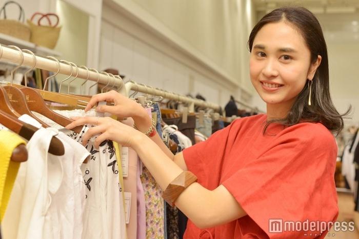 モデルプレスのインタビューに応じた徳野茉奈美さん(C)モデルプレス