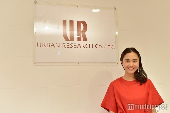 「URBAN RESEARCH」プレスの徳野茉奈美さん(C)モデルプレス