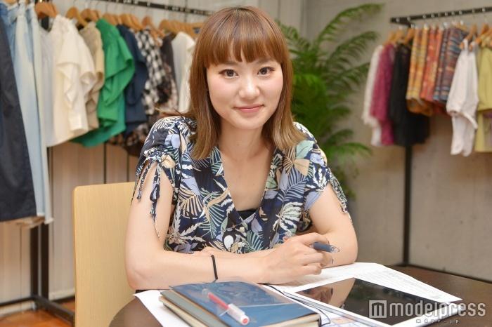 モデルプレスのインタビューに応じた芝本美奈さん(C)モデルプレス