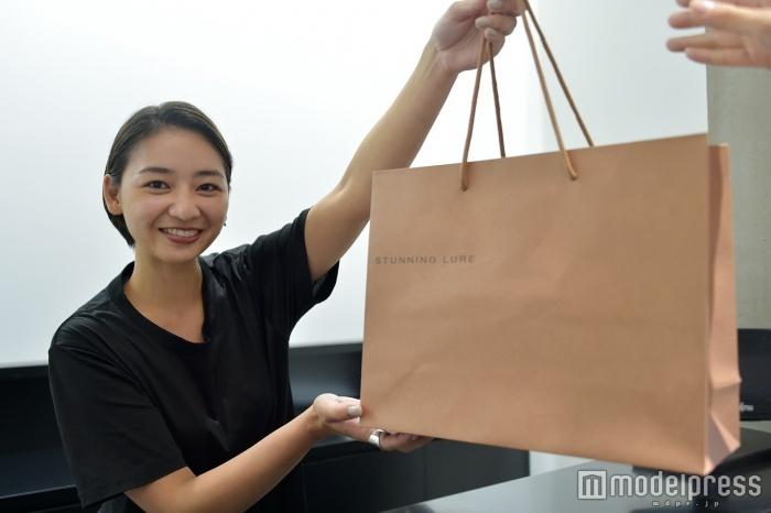 「STUNNING LURE」新宿店販売スタッフの水島小百合さん(C)モデルプレス