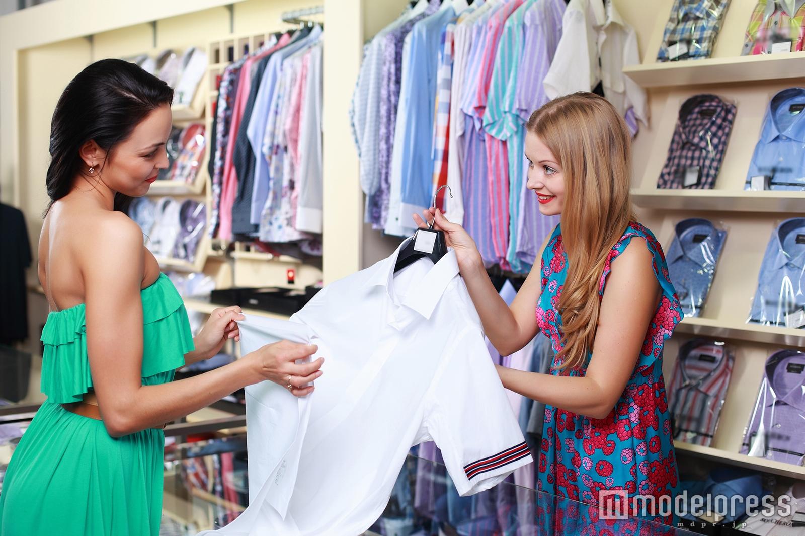 アパレル店員が教えるハンガーの選び方とは?お気に入りの服が長持ち/Photo by Sergey Nivens