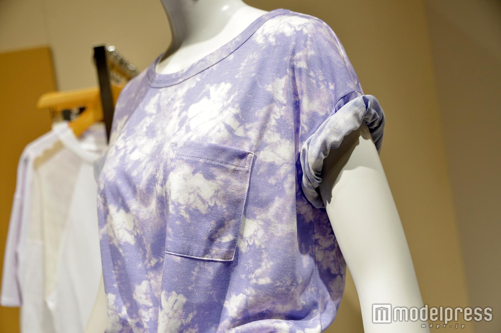 タイダイ柄のTシャツ(C)モデルプレス