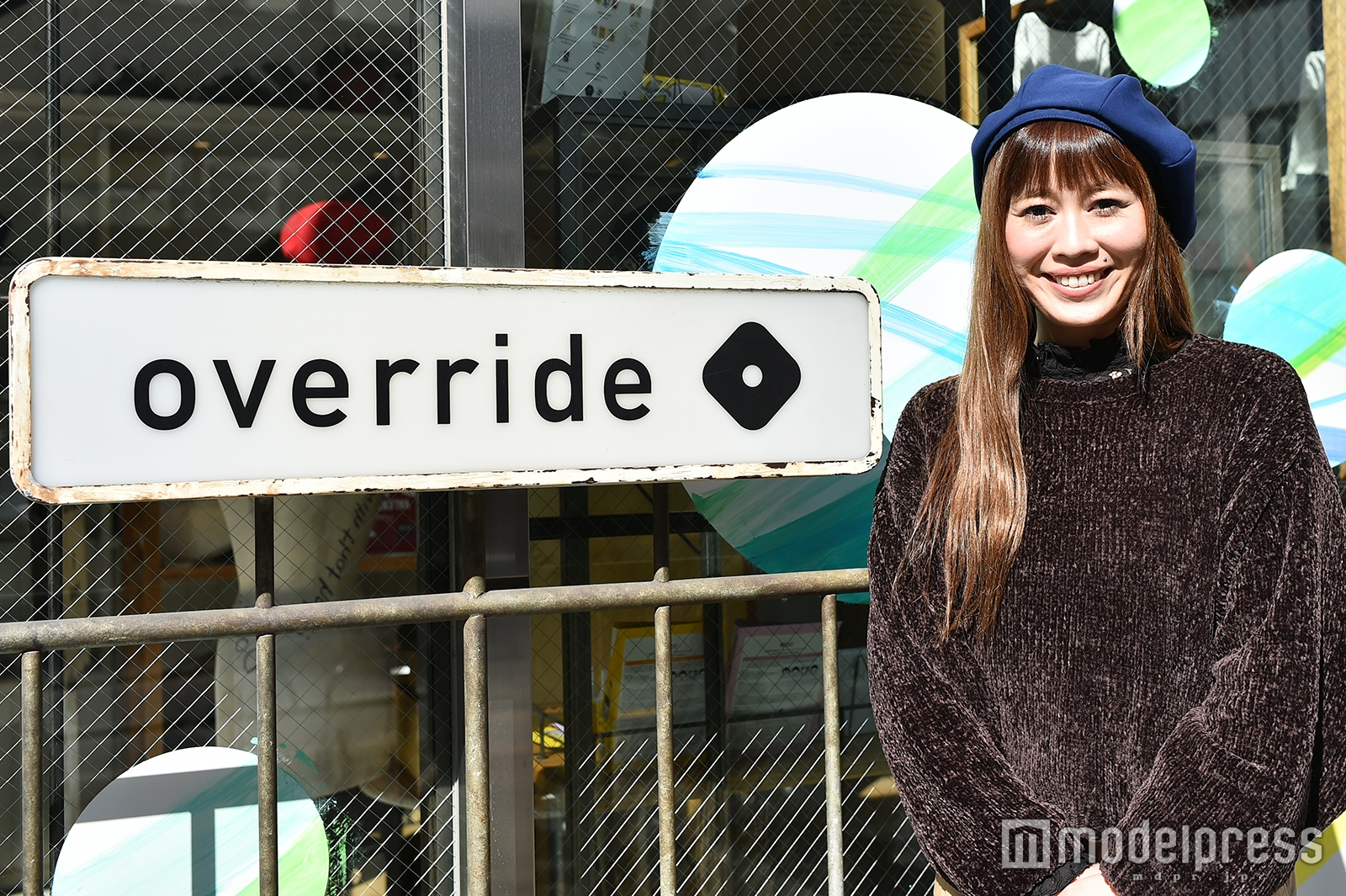 「override」明治通り店店長の草薙未奈子さん(C)モデルプレス