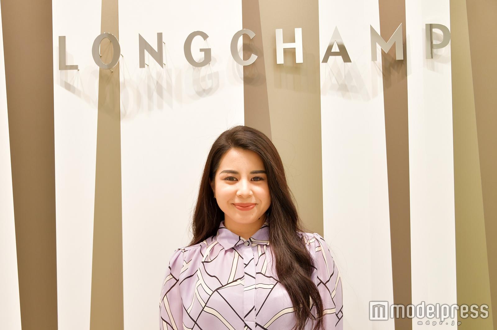 「LONGCHAMP」プレスの荒川真里奈さん(C)モデルプレス