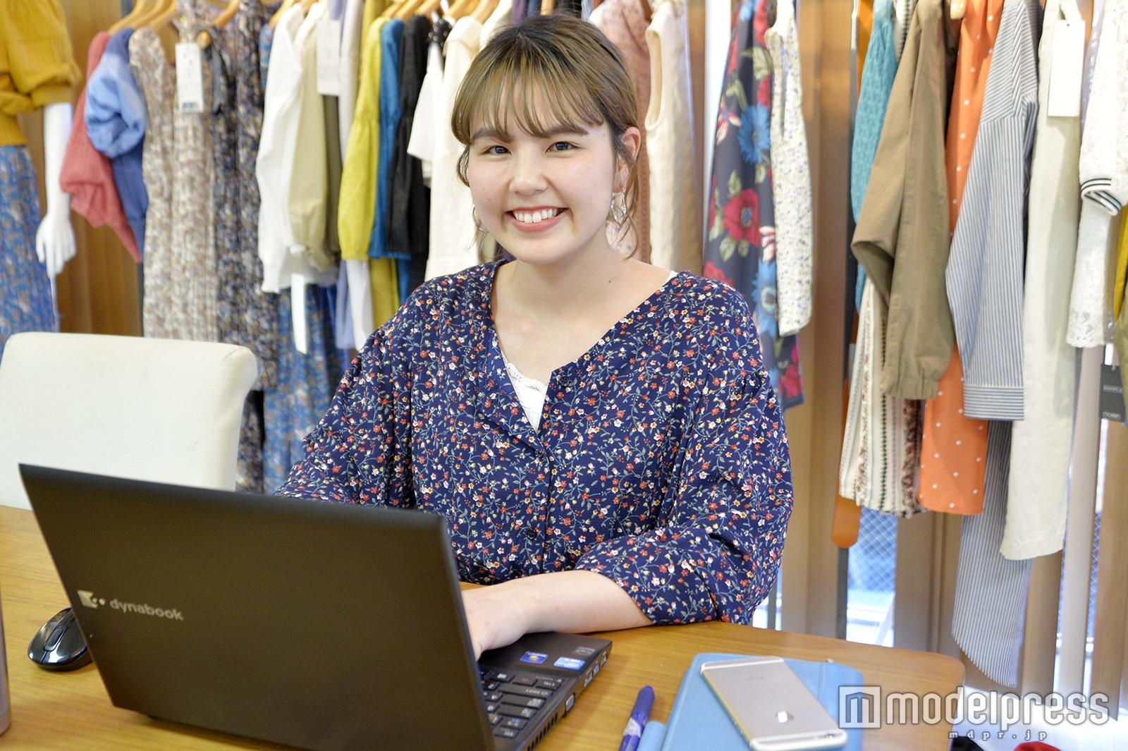 モデルプレスのインタビューに応じた山本栞奈さん(C)モデルプレス