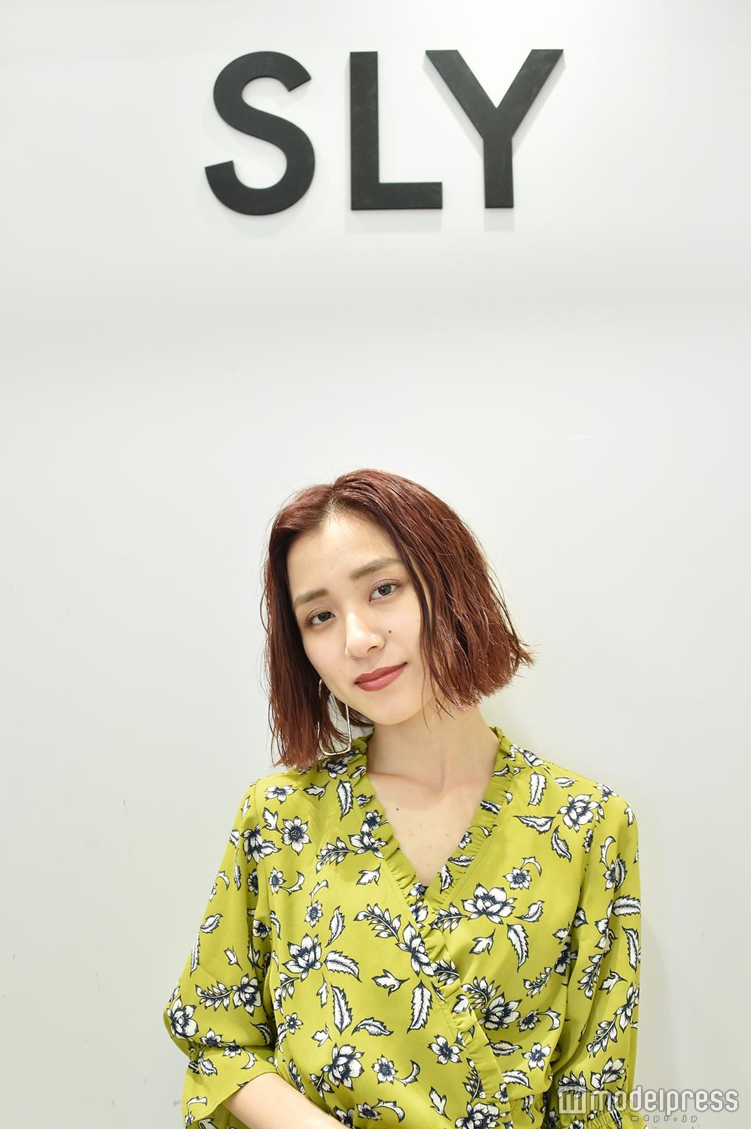 「SLY」販売スタッフ兼ビジュアルスタッフの先久舞子さん(C)モデルプレス