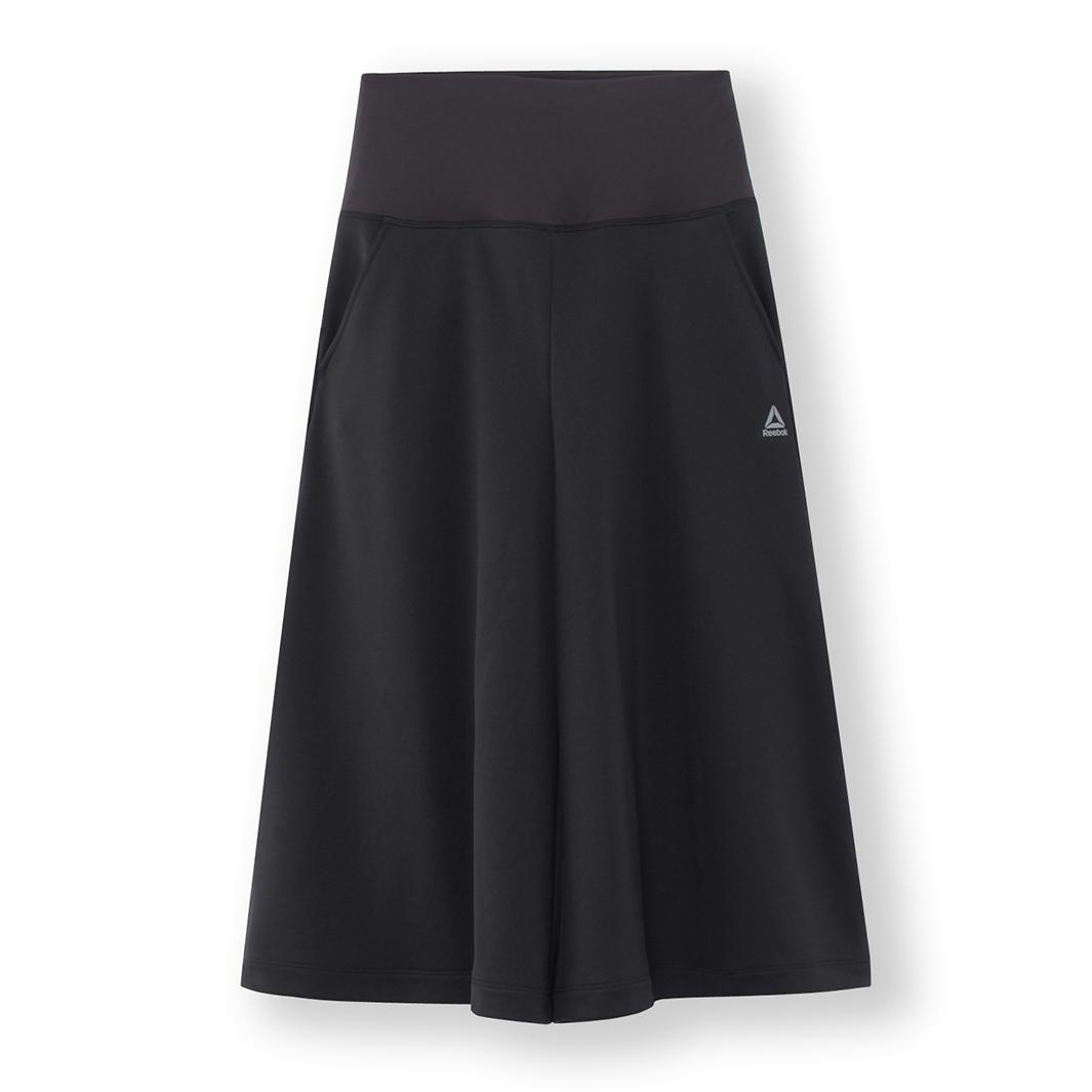 名称:MURUA カプリパンツ、カラー:ブラック、サイズ:S/M/L/O、自店販売価格:8,490円(税抜)(提供写真)